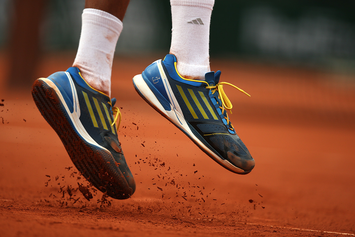 Each surface requires special tennis shoes.We explain to you which shoe you'll play with best