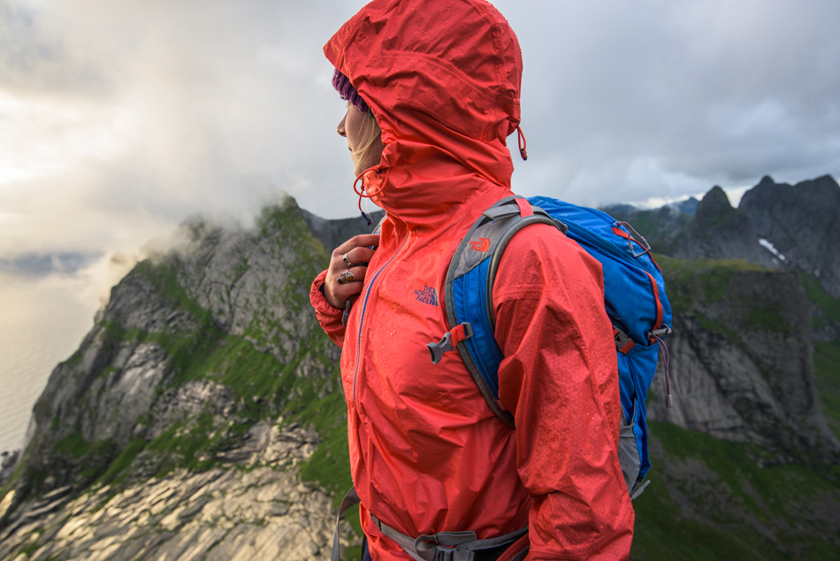 WHAT TO LOOK OUT FOR WHEN BUYING A HIKING JACKET