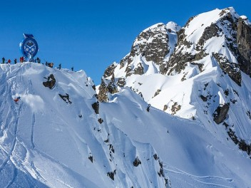 PREMIUM PARTNER PEAK PERFORMANCE TAKES PART IN THE FREERIDE WORLD TOUR WITH A 3-MEMBER TEAM