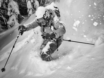 A MOUNTAIN FORCE HIGHLIGHT: THE RIDER SKI JACKET
