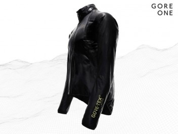 SHAKE OFF MOISTURE WITH GORE RUNNING WEAR®'S SHAKEDRY TECHNOLOGY