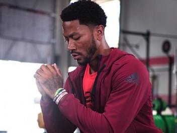 RECOVERING AND STRETCHING - THE RIGHT RECOVERY WITH DERRICK ROSE