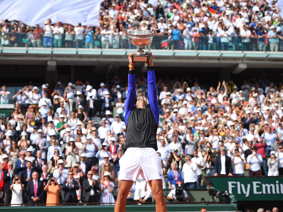 THE VICTOR OF THE GRAND SLAM TOURNAMENT IN PARIS