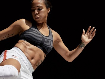 THE FIRST NIKE FLYKNIT PIECE OF CLOTHING - THE SPORTS BRA FOR REAL POWER WOMEN