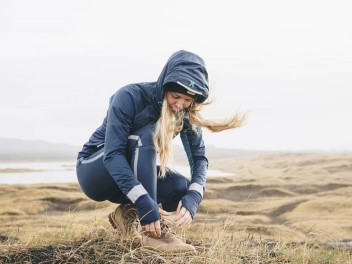 KARI TRAA - YOUR WOMEN'S SPORTS OUTFIT FOR COLD DAYS