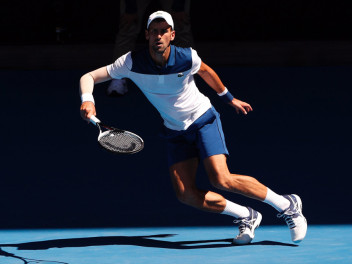 novak-djokovic-now-plays-with-asics-at-his-feet