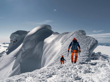 MAMMUT EIGER EXTREME: LESS WEIGHT. MORE ADVENTURES.