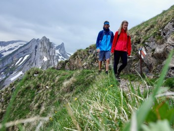 testing-pyua-outdoor-clothing-sustainable-mountain-hikes