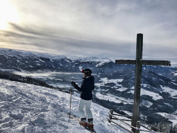safety-on-the-slopes-christina-tests-giros-jackson-ski-helmet-and-article-ski-goggles