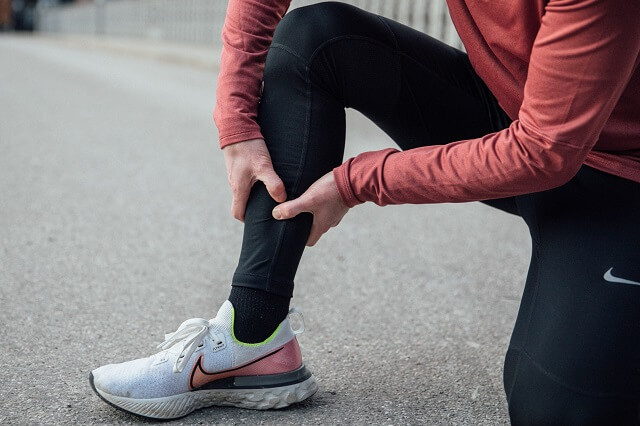 Tibial edge syndrome is one of the most common runner's injuries when running and is associated with a lot of pain - with these tips you can prevent the syndrome