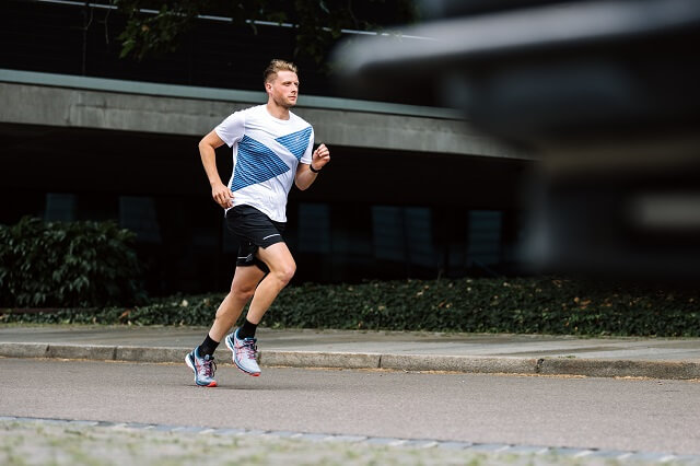Keller Sports Pro Jan tests the new ASICS GEL-Kayano 27 in the Running Test 2020