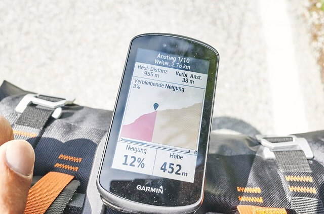 The GPS navigation works as usual for Garmin devices with many maps perfectly on the bike 2020