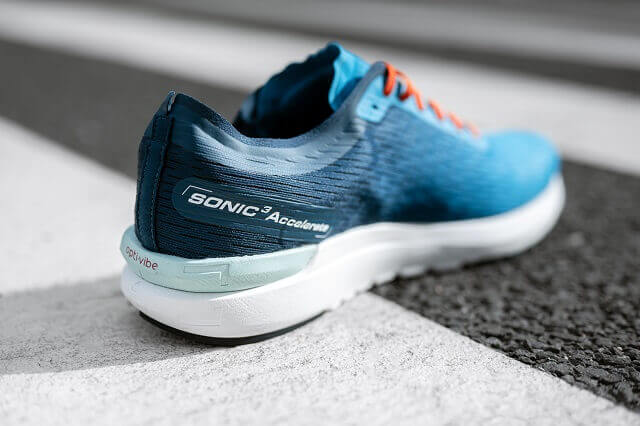 The Salomon Sonic 3 Accelerate is a running shoe for speed training or competition runs