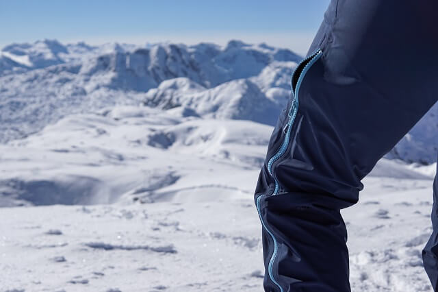 The Ziener Namira functional trousers for women can be easily adapted to the climate through the ventilation slits