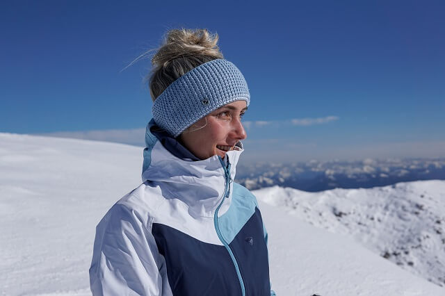 The Ziener Neila ladies hardshell jacket protects you from the elements during your winter sports