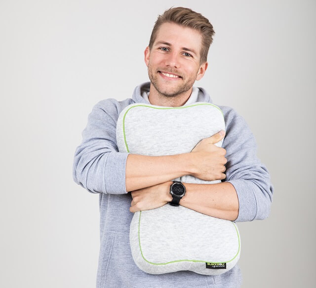 Keller Sports Pro Yannik is thrilled with the new Blackroll Recovery Pillow