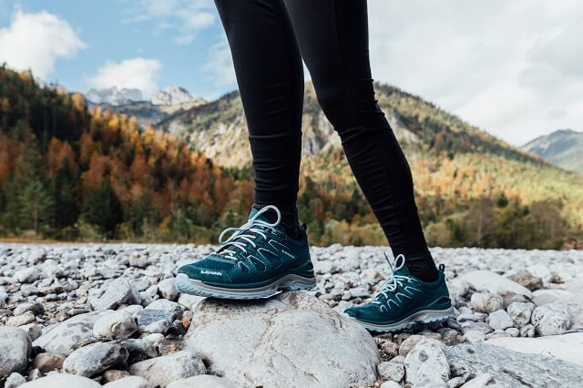 LOWA outdoor shoes with GORE-TEX membrane are functionally waterproof and windproof