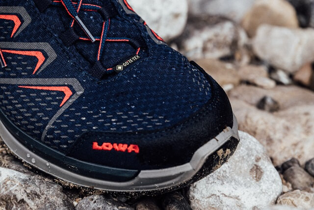 The GORE-TEX membrane ensures that LOWA hiking boots are windproof, waterproof and breathable.