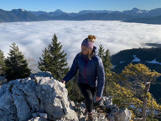 The Marmot Warmcube Featherless insulation jacket convinces in the Outdoor Clothing Test 2020 with lots of warmth and good breathability even in winter