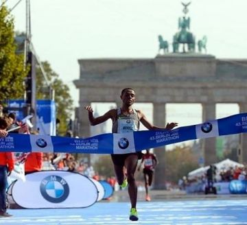 Congratulations to all the runners yesterday!  With 02:03:03h Kenenisa Bekele was winning the #berl...