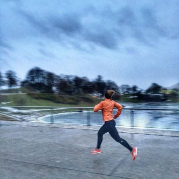 There is no bad weather! Our #kellersportspros @run_munich_run show how to deal with it in all weath...