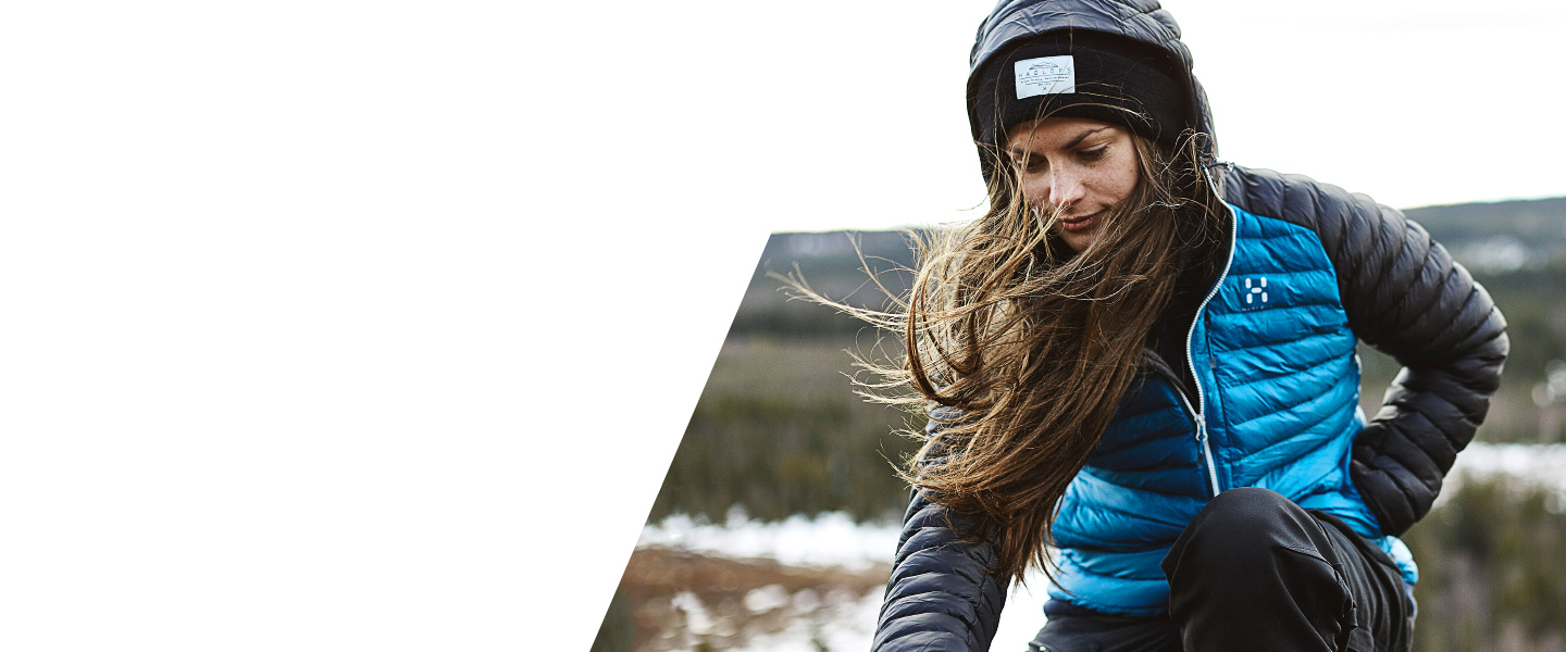 Haglöfs Essens Mimic is hardwearing, timeless and environmentally friendly. The jacket shields you from the cold, wherever you are.