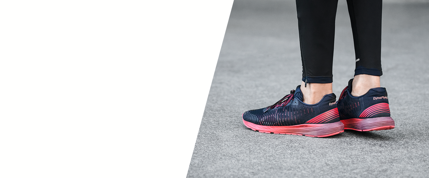 With the Dynaflyte 3, you'll pick up your running pace effortlessly. Light, cushioned and designed to follow the natural movements of your foot.