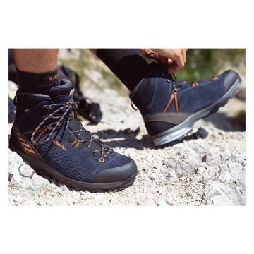 Tie your shoes and get ready for your next hike. #LOWA #OutdoorToUrban #outdoors #hiking #mondaymoti...