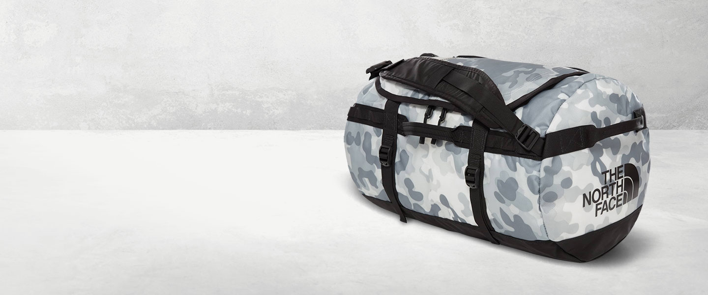 Discover the most popular The North Face duffel bags in brand new designs - robust, roomy and a must-have for every expedition.