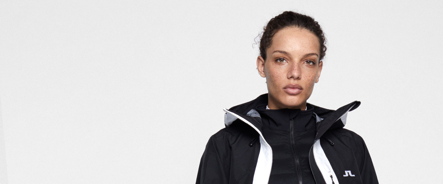 Winter sports clothing by J.Lindeberg fulfils the expectations of every fashion-conscious skier.