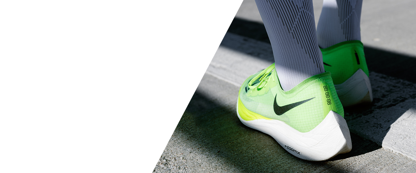 With the Vaporfly NEXT%, Nike is doing away with all speed limits. Experience its pace-optimising properties today.