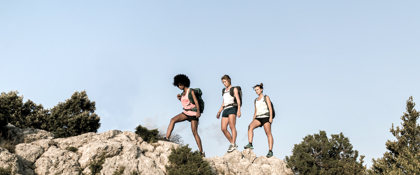 With Salomon trail running products, you'll reach new heights on the farthest peaks. Experience lightness and high-performance comfort.