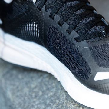 The Flexweave® upper of the @reebok Harmony Road 3 gives you stretch and support where you need it ...