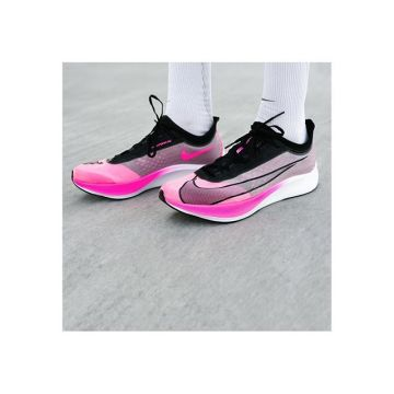 Nike Zoom Fly 3 - a fast runningshoe for training and competition. Find the full marathon pack onlin...