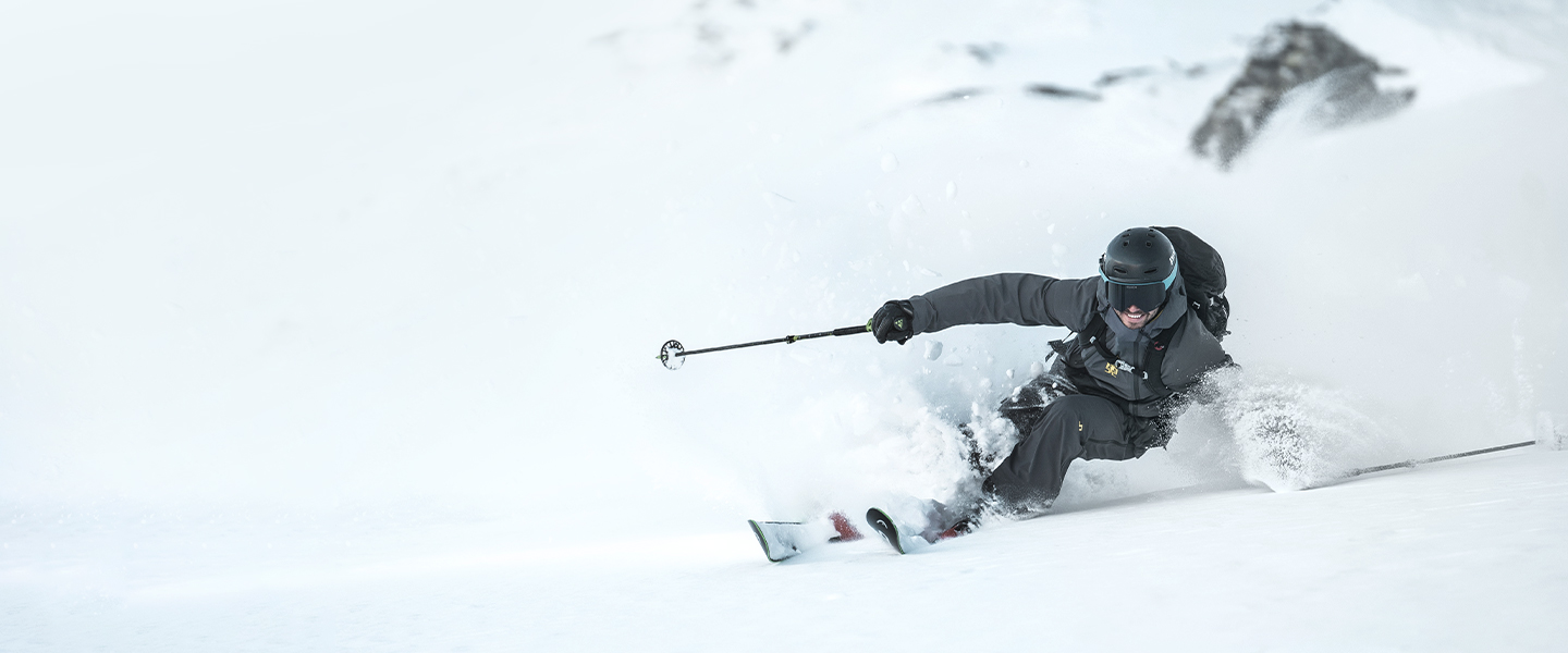 Top-class functionality meets athletic designs: reinvent your winter with the latest winter sports product from J.Lindeberg.
